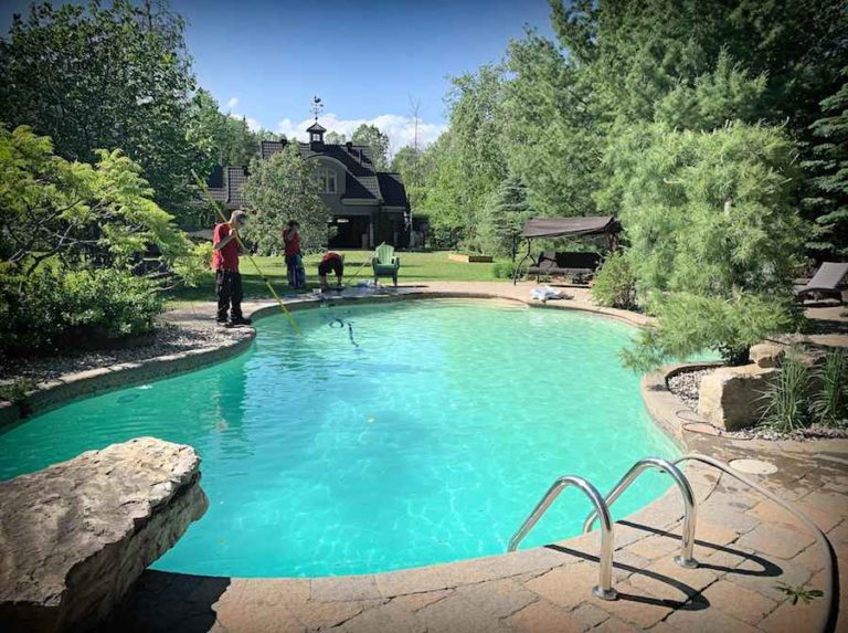 Ouverture et fermeture de piscine creusée